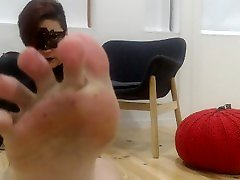 Preview: redhead queen showing off her feet, heels, tits, ass, pussy
