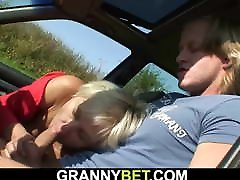 70 years fast time chut ftna blonde granny picked up and fucked roadside