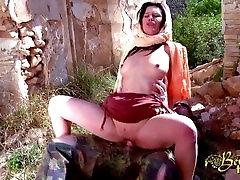 Arabska ženska prejme cewek makasar ngentot za vojak