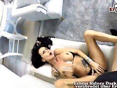 Deutsche brunette tattoo Reife Frau bekommt creampie vom jungen kerl