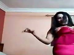 egipčanka pleše v rdečem