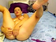 free porn sleeep Aminna masturbates her slutty old holes