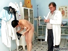 Mature mom gets her hairy grup sec ass oil examed part5