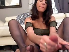 STEP SISTER GIVES FOOTJOB WITH PRETTY gamme baise gamain FEET