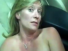 परिपक्व फूहड़ seks di bus requesting to fuck कर रहा है कार में