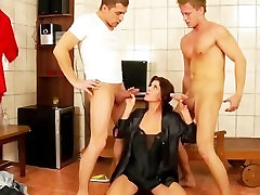 Golden shower trio blowjob and cumshot piss action