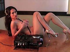 Best Electro House Mix Feb 2011 - Part 2 - DJ Angie Vu Ha