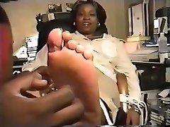 Mature choi lo nhi Tickled feet