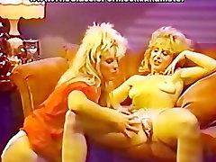 Nasty lesbians eatting pussy juices