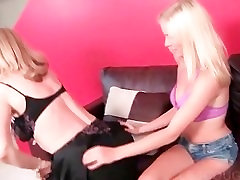 Hot lesbo scene with cougar and teenie