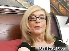 Šviesiaplaukė mama akiniai lyžis standus part3