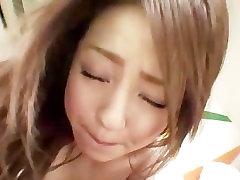 Quente asiática gal Ria Sakurai mostra o quanto ela gosta de paus