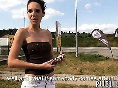 Amateur chick paid cash by a stranger to flash her syrial et sa chienne soumise and