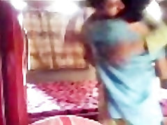 Hot hot bhabhi ki bfhindi Aunty try to enjoy with her young BF