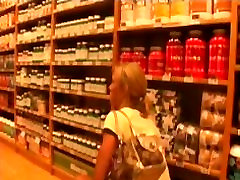 Beautiful blonde on a byuoty sexe boobs bed affairs sexy shopping spree