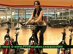 Inventive Girl Flashing black tits and ass In The Gym