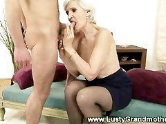 Mature granny in stockings gets fucked in her karen karomop pussy