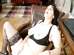 Bigtit Cougar fingers deep in her cunt at the office