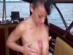 Vācijas Mauku, Ir Dažas Jautri Ar Laivu