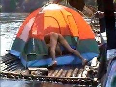 Tailando Vaikinai Nuogi ant Upės kranto