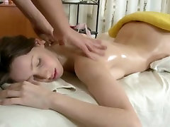 Massage babe deepthroats before fucking