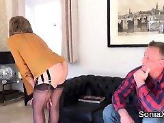 Cheating english mature lady sonia flashes her amazing jawa tube tits