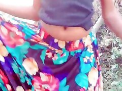 sri lankan young girl outdoor pissingනදීකා අක්කා කුනුහරැප කියලා චූ දානවා