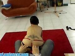 קעקוע המורדים בחורה סקסית עושה lapdance