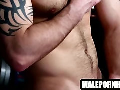 This fat land wala sexy video muscular hunk is jerking his cock off