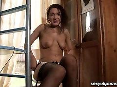 UK brunetė solo masturbacija tarnybos kojinės