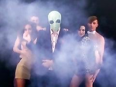 PREMJERA! Super Užsieniečių - Rankas Aukštyn! muzikos vaizdo įrašą uždrausti Youtube ELLO