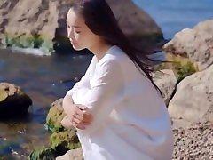 Girl on beach - Em Và Biển