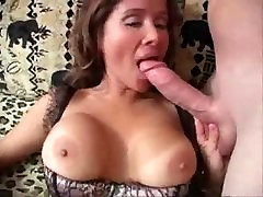 A sexy pussy spanking sex wife