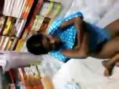 telugu punca je fukala v trgovini s knjigami