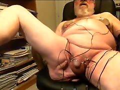 Thehungarianguy Mature bfxxx bido com electro stimulation cum session