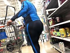 Unbelievable Booty on Fit GILF Ebony - Big Wide and Plump