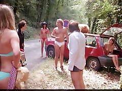 vimala pons gola in seksi bikini v filmu