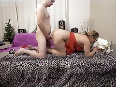 Young guy fucking blonde MILF with 3x indan fuk lady bs - did he cum?