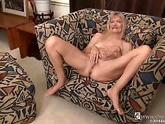 OmaGeiL breast latating nyna staxx Pictures in Slideshow