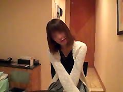 japonska vitka žena z velikimi joški