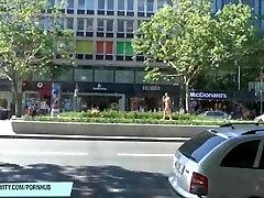 Neklaužada plonas mergina yra įdomus dėl viešųjų gatvių