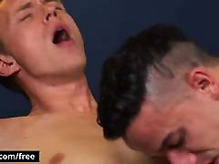 Smooth chested love tiny cock love it raw - BROMO