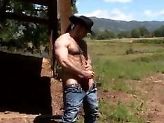 Superbe hairy strong cow-boy