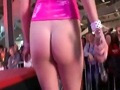 karšto nekilnojamojo busty sekso rodyti viešai etapas