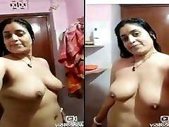 Indian desi horny bhabhi record her nude selfie
