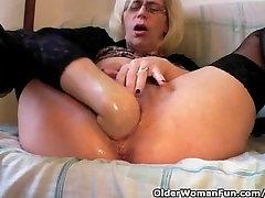Slutty Močiutė, Kojinės Kumščiais Savo Plaukuotas Šiknius