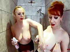 bręsta raudona ir liucija smagiai dušas kartu