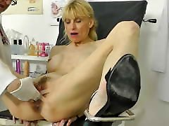 Hot MILF caught squirting in gynochair with situs porno pijat gta sanandres