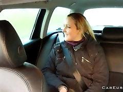 नकली टैक्सी चालक कट्टर, पर पीछे