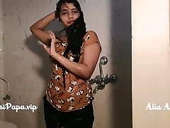 desi mom sleeping son fucking forcely top model Alia Advani from punjab taking shower
